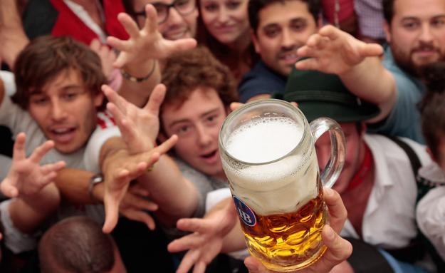 ALCOHÓLICOS ANÓNIMOS DEJAN DE LUCHAR CONTRA SU ALCOHOLISMO